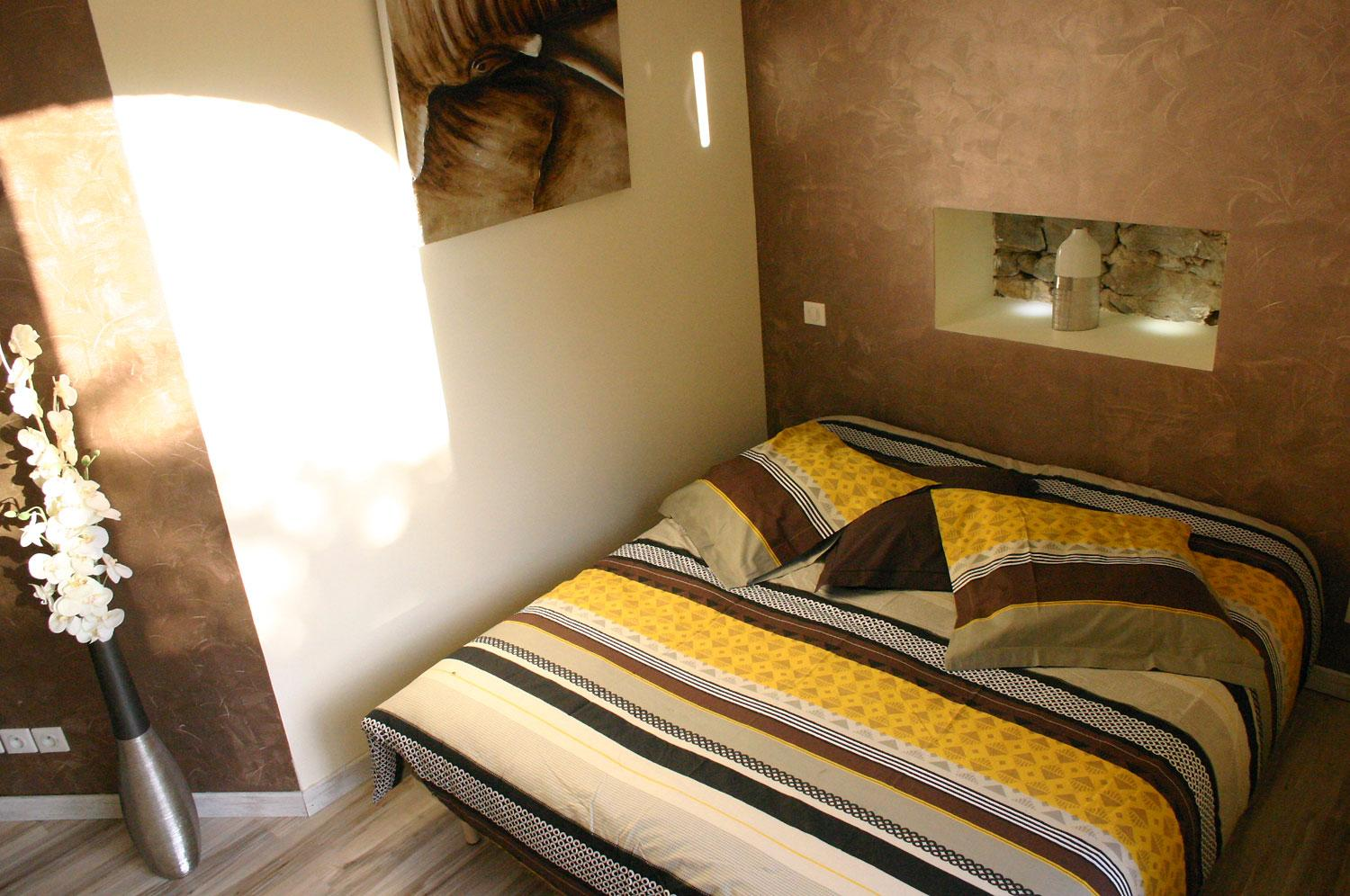 Suite guest room design, original and warm with its niche stones and matching Duvet cover set Causses and Cevennes