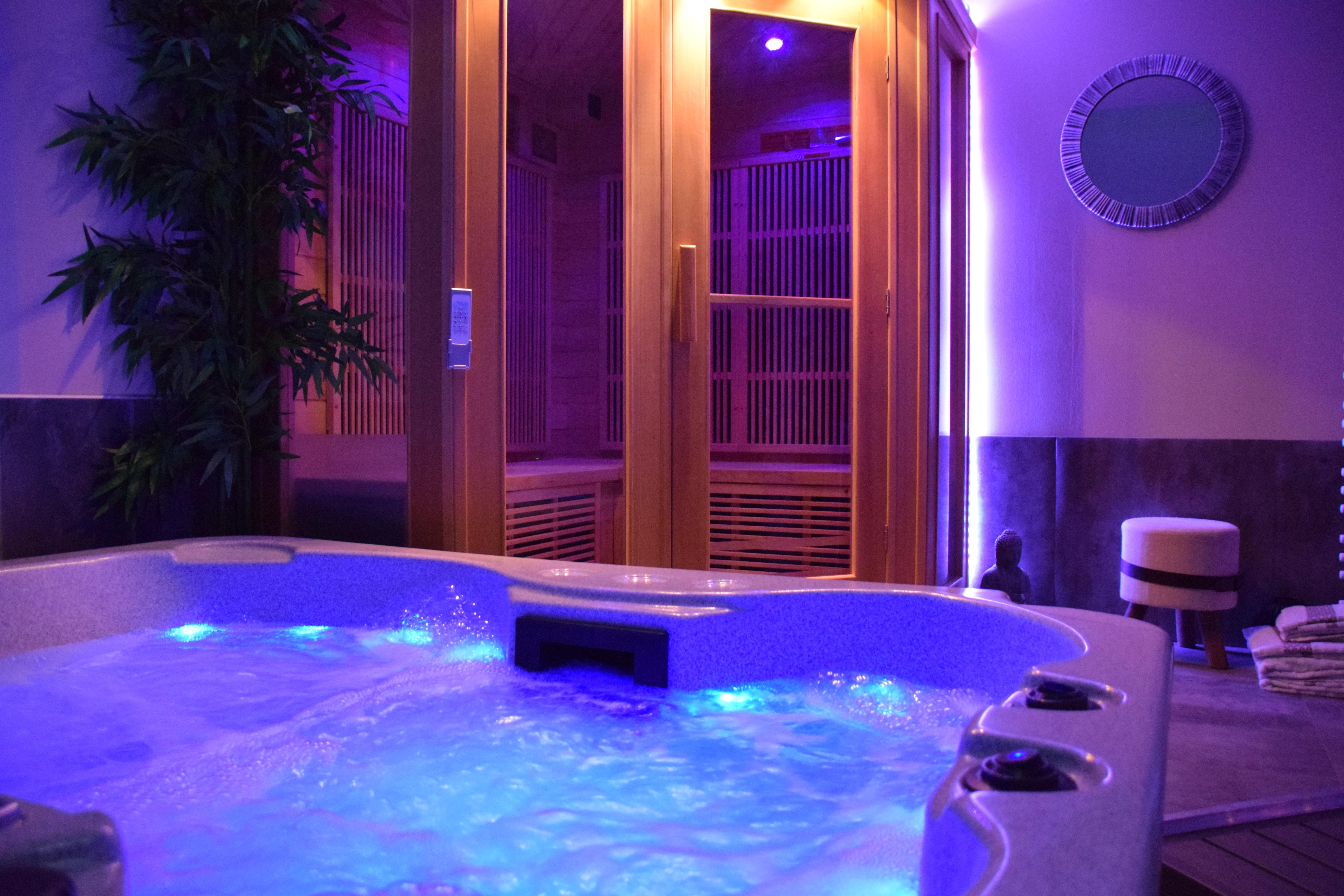Private jacuzzi and sauna of the bubble Ecolodge en-suite ideal for relaxing in love