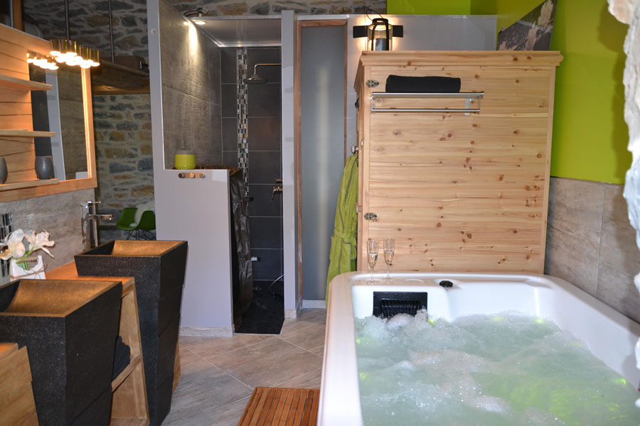 gite avec jacuzzi privatif sauna piscine sud aveyron millau chambre avec spa privatif et sauna. Black Bedroom Furniture Sets. Home Design Ideas